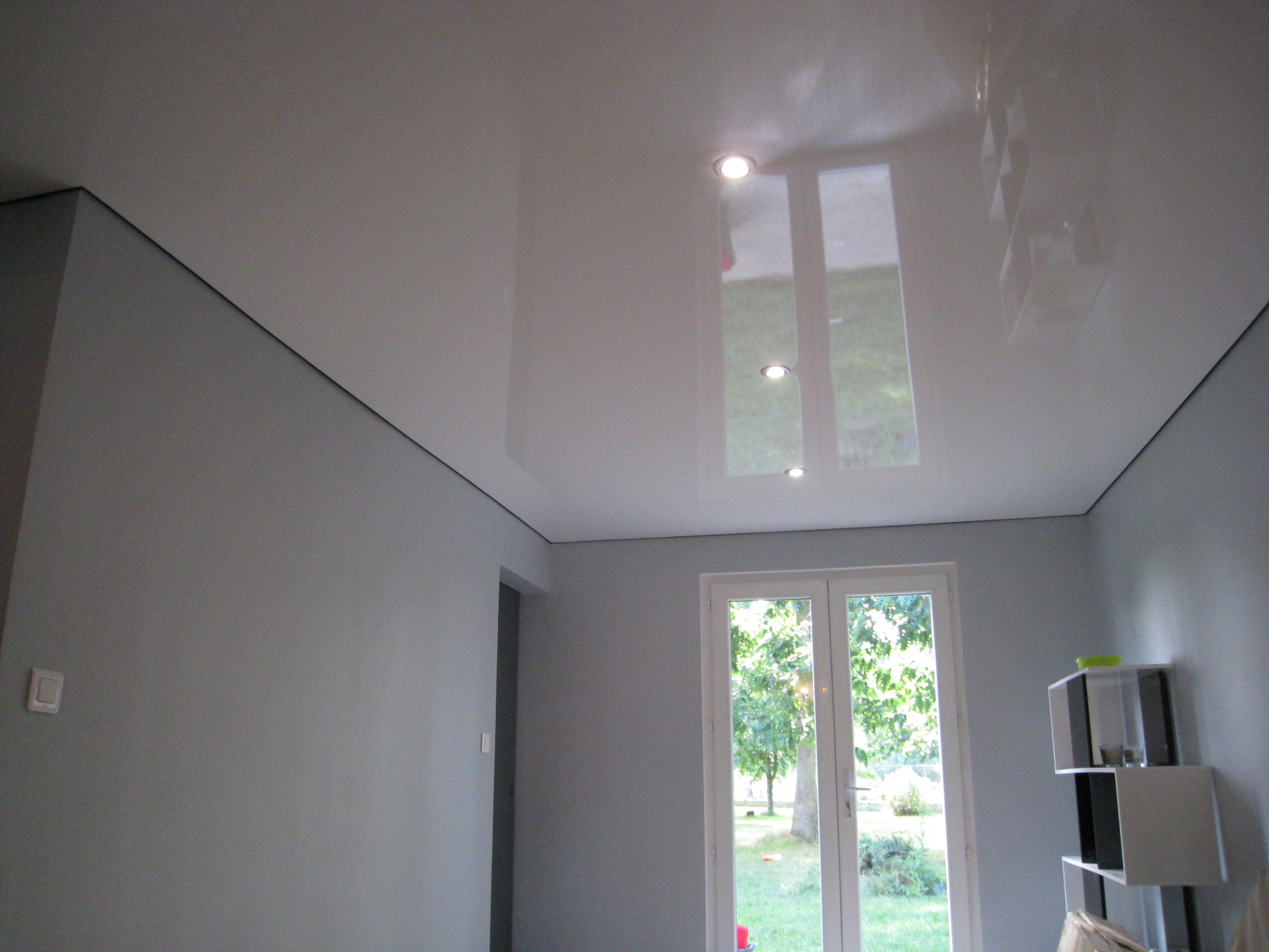 D coration r novation plafond tendu laqu by steeve mieulet for Faux plafond blanc